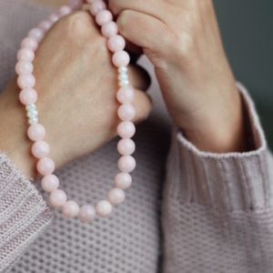 PINK JADE NECKLACE - THE ENERGY OF THE WORLD OF STONES