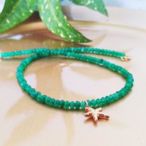 GREEN JADE NECKLACE - THE ENERGY OF THE WORLD OF STONES