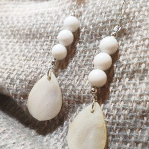 WHITE AGATE AND SHELL EARRINGS - THE ENERGY OF THE WORLD OF STONES
